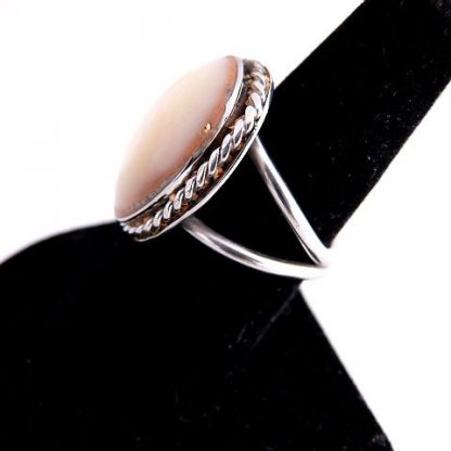 Native American Vintage Pawn Mother of Pearl Ring
