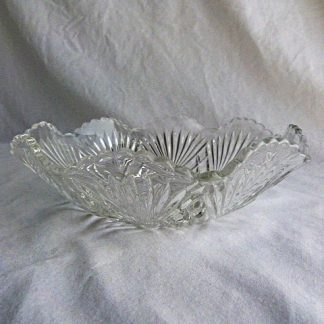 Category: Glass Product ID: GLSDYKX674 Product Title: Vintage Press Cut Glass Serving Bowl